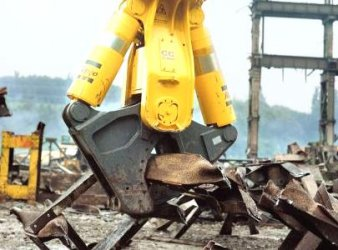 Atlas Copco CC-3300 Scrap Shear beim Wiederaufbau in Kroatien