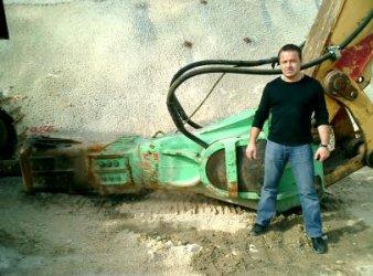 Zoran Nikolic und der Abbruchhammer Montabert V-65 beim Einsatz in Griechenland