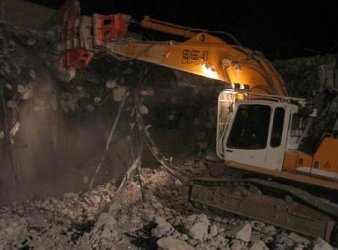 NPK Demolition Crusher im Nachteinsatz